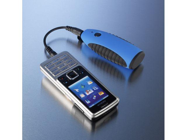 obsah balení Lightmonkey - svítilna k nabíječkam Powertraveller + Záložní zdroj a nabíječka Powerchimp na dvě AA baterie (modrá)