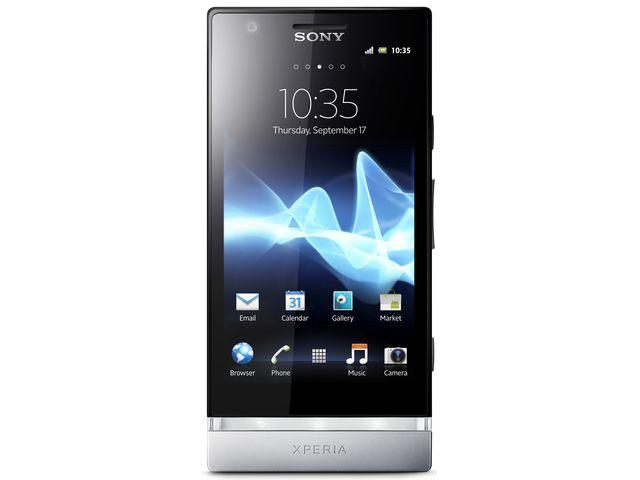 obsah balení Sony Xperia P 16GB stříbrná + originální náhradní nabíječka Sony Ericsson